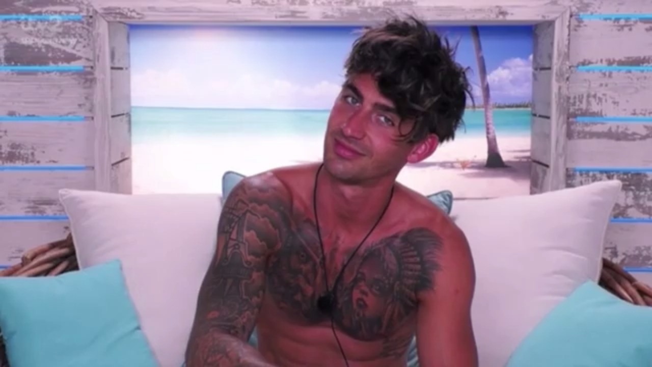 Love Island: Chris makes bread puns before his date