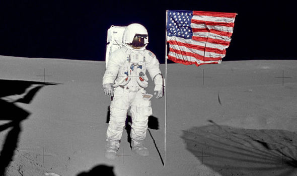 astronaut edgar mitchell sixth man on moon with record 33 hour