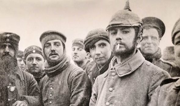 soldiers on christmas truce of world war one - Wwi Christmas Truce