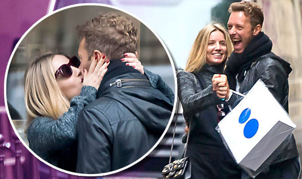 Chris Martin Spotted Kissing New Actress Girlfriend Annabelle Wallis