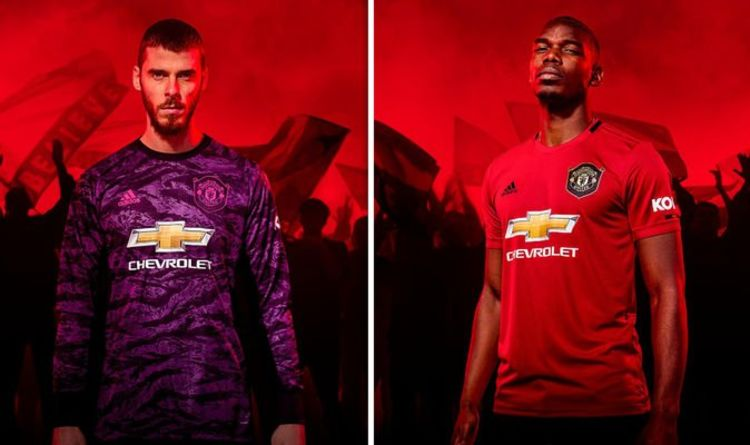 hot sale online b1945 bbf30 Man Utd fans all say the same thing as new kit revealed ...