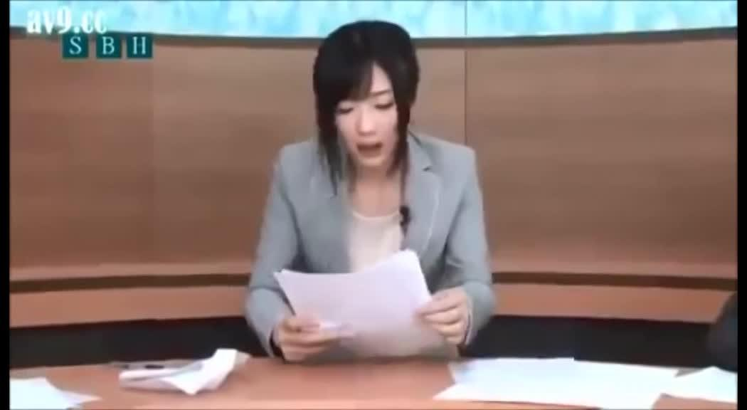 Japanese anchor has sex while reading the news