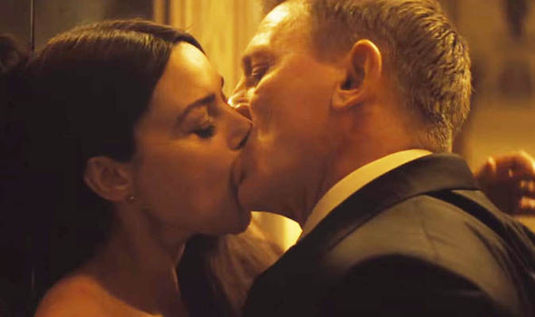 Daniel Craig Kissing Monica Bellucci