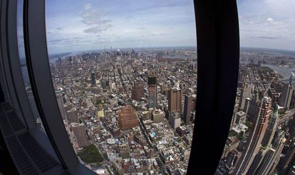 One world trade center jaw dropping pictures from the top world the manhattan skyline gumiabroncs Image collections