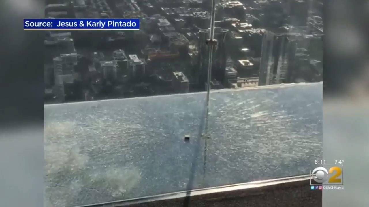 Glass floor in sightseeing tower CRACKS