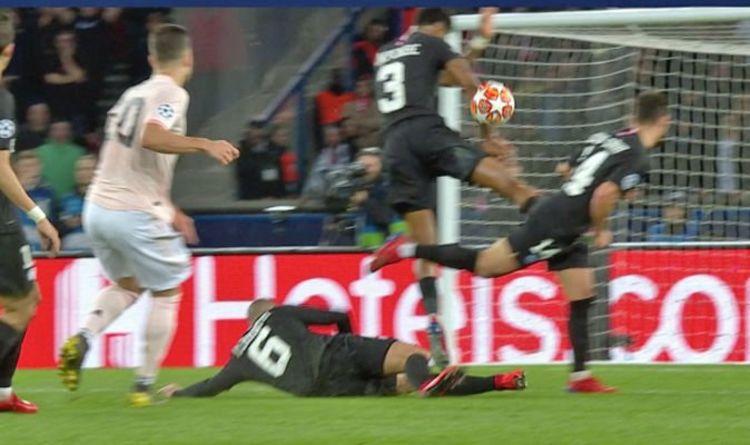 """Résultat de recherche d'images pour """"image ball hits PSG arm penalty"""""""