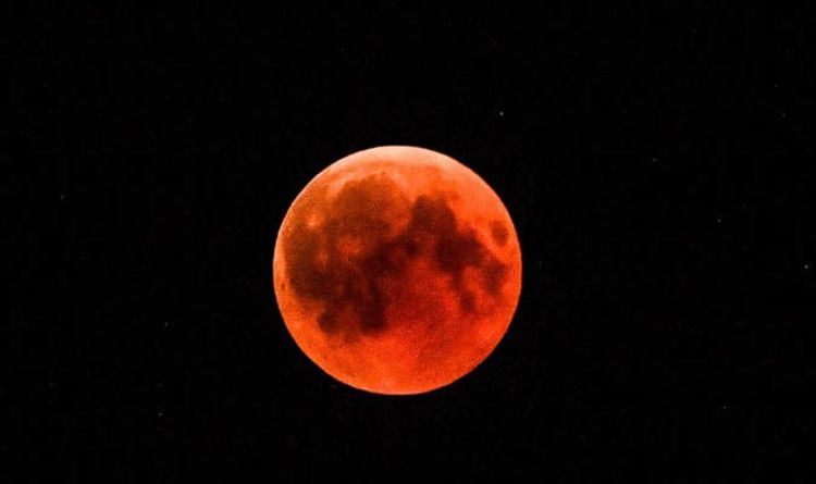 Blood Moon 2019 Three Lunar Events Including Super Blood Moon To Stun In January Science News Express Co Uk