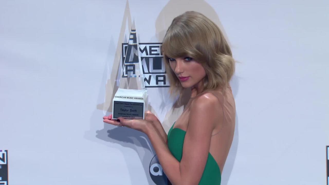 Critic Slams Taylor Swift As A Nazi Barbie That Promotes Elitism Videos Express Co Uk