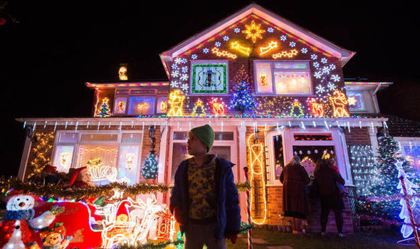 House with Christmas lights - Christmas Lights: Britain's Most Festive Street Lit Up Decorations
