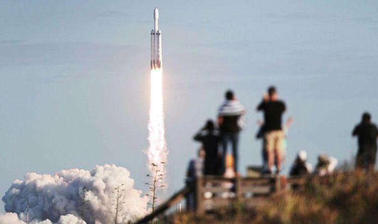 f77d530b69ecdd Mars boost  Successful launch for Elon Musk s reusable Falcon Heavy rocket