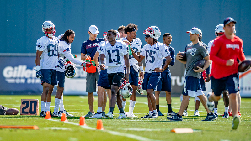 buy online 1c9fa 77f76 Nike To Release Patriots-Themed Sneakers Ahead Of Preseason ...