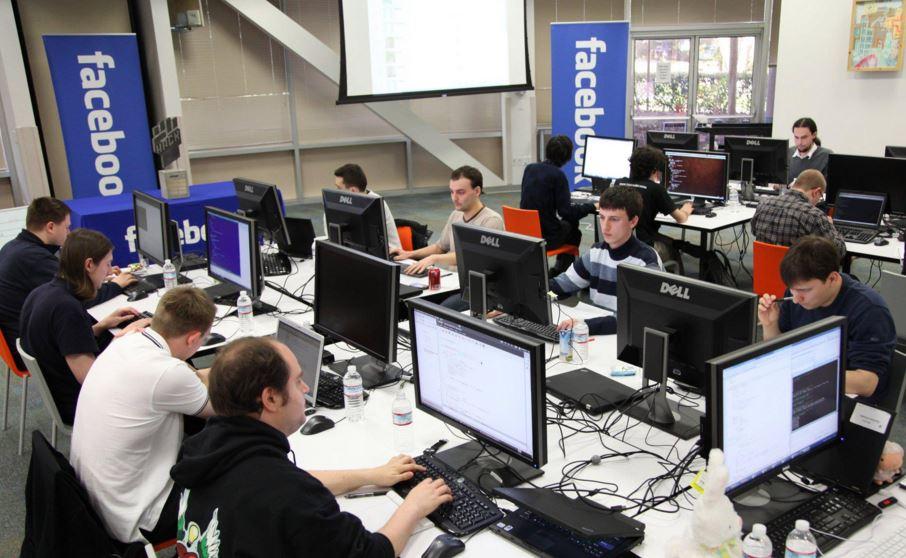 هؤلاء هم الموظفون الأعلى أجراً على Facebook في عام 2015