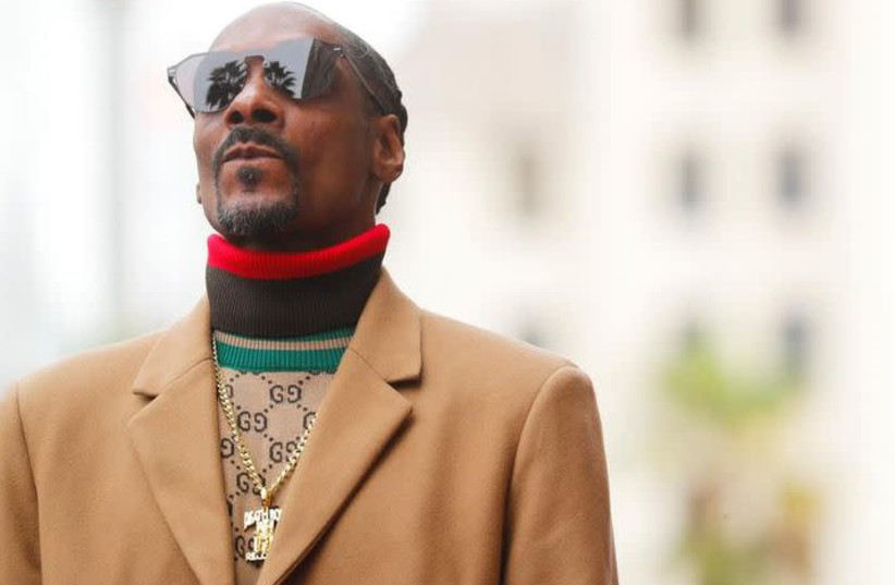Snoop Dogg Compares America To Nazi Germany Via Instagram The Jerusalem Post Snoop dogg has an identity crisis and accurately pokes fun at white bros. the jerusalem post