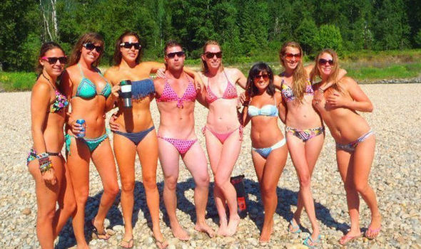 6645278382 Can YOU see spot why this bikini group shot has gone viral ...