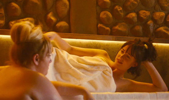 How to be single trailer with dakota johnson rebel wilson sausage dakota johnson and rebel wilson in towels ccuart Choice Image