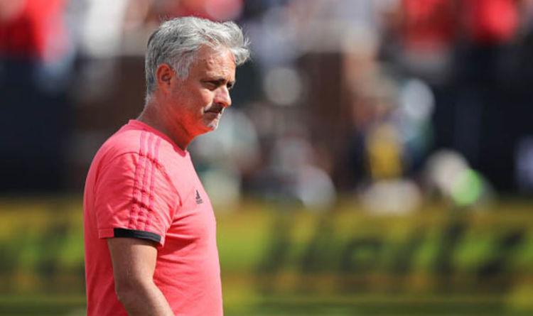 M.U mất 17 cầu thủ, Mourinho như 'ngồi trên lửa'