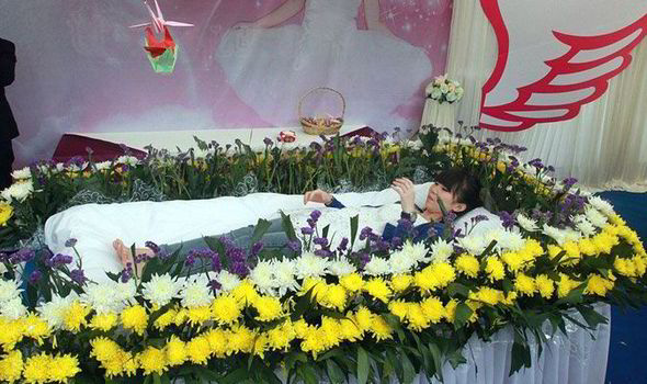 Chinese Student Holds Her Own Funeral While She Is Still Alive So
