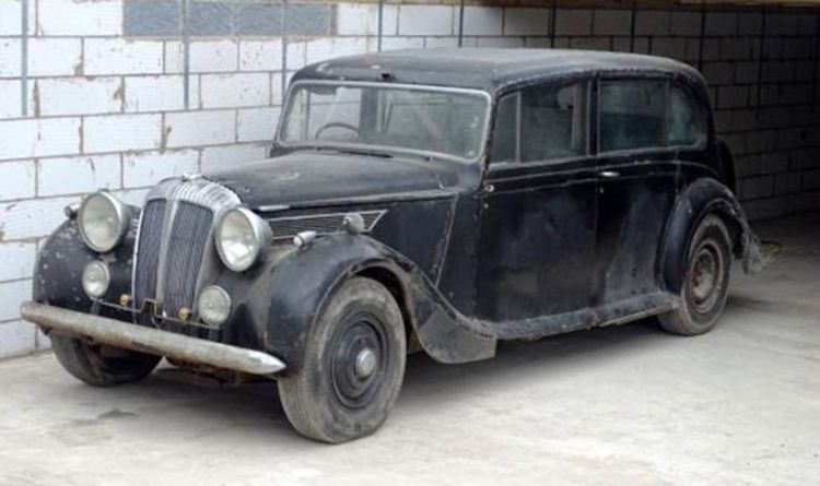 Classic Car Once Used By Queen Mother And Royal Family Goes To