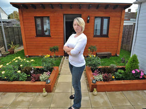 Ordinaire Victoria Campbell At The Cosy Garden Shed Yesterday Which Is Home To Her  And Boyfriend Bill