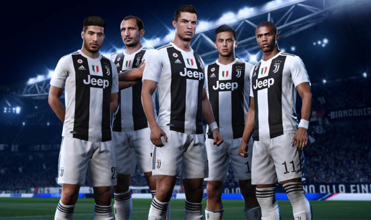 brand new 201e7 5d1c7 Cristiano Ronaldo wears a Juventus shirt for first time in ...