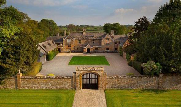 10 Bedroom House   Dream 10 Bedroom Home With Moat Goes On Sale In Oxfordshire