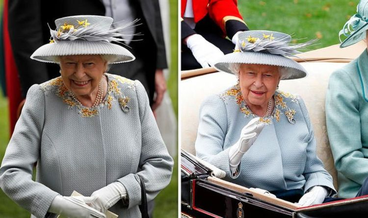 db6c88f5914019 Queen at Royal Ascot: What colour is Queen wearing? Punters say GREY - but  is it blue?